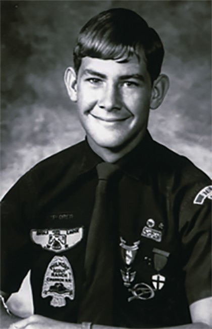 (No alt tag in English) Portrait de Rex Tillerson à 13 ans, en tenue de scout (Boy Scouts of America)
