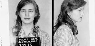 Photos en noir et blanc de Joan Mulholland, de face et de profil (Mississippi Department of Archives and History)