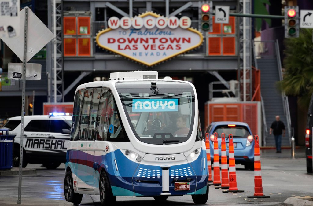 Driverless shuttle bus in Las Vegas (© AP Images)