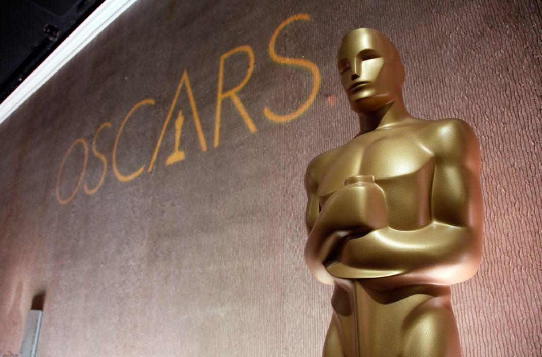 Oscar statue (© AP Images)