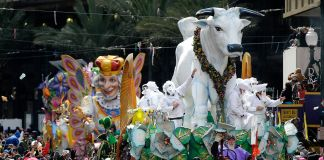 A float in a Mardi Gras parade in New Orleans (© AP Images)