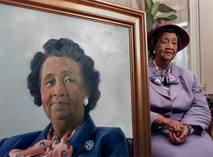 Dorothy Height next to her portrait (© AP Images)