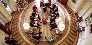 Overhead view of Oval Office (© Mai/Mai/Getty Images)