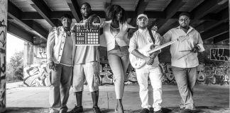 Mahogany Jones e banda de música (Cortesia: Mahogany Jones)