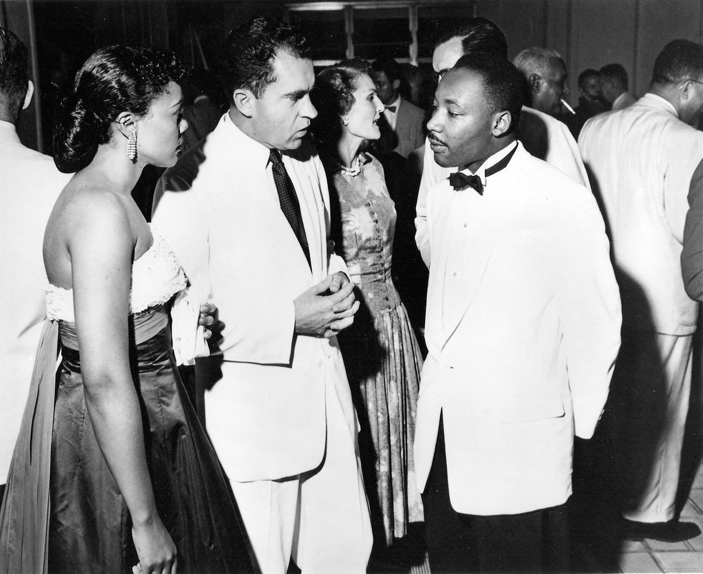 Ричард Никсон и Мартин Лютер Кинг (© Griff Davis)