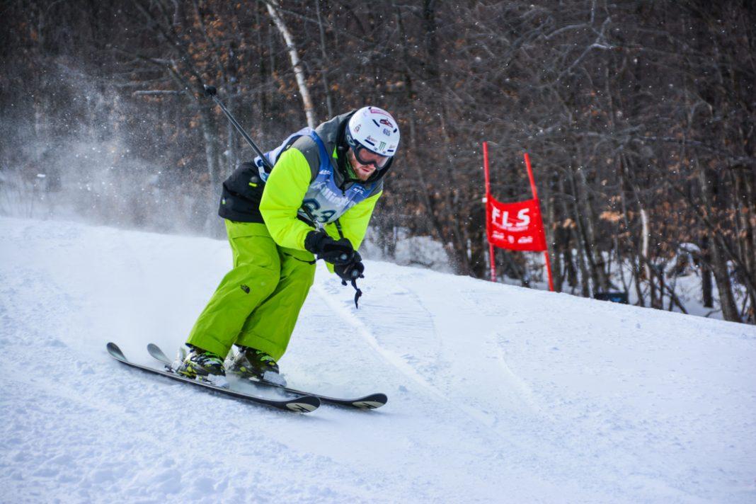 Un homme en train de skier (Special Olympics USA)