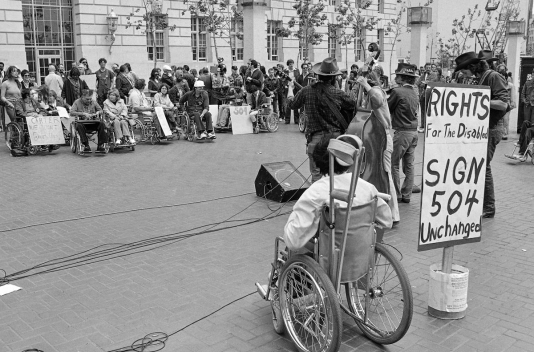 Участники акции борцов за права инвалидов (Сан-Франциско, 1977 год) (© AP Images)