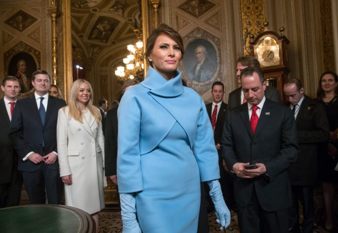 Melania Trump surrounded by people (© AP Images)