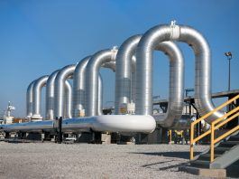 Large pipes at a pumping station (© AP Images)