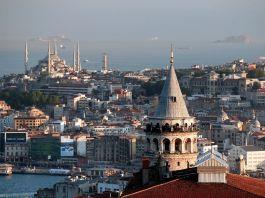 Istanbul skyline (© AP Images)