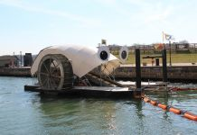 Une machine ressemblant à un escargot dans un port (Waterfront Partnership of Baltimore)