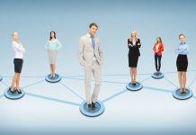 Dix personnes debout sur des lignes connectées (Shutterstock)
