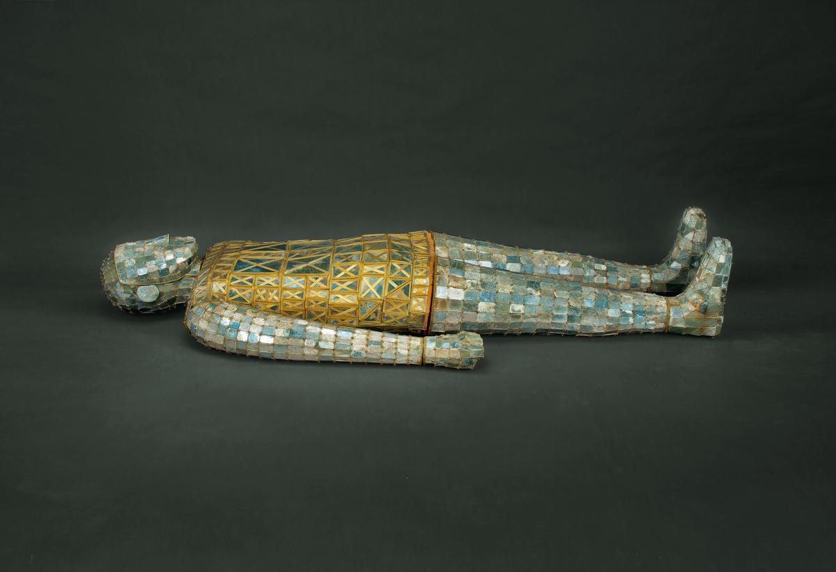 Драгоценный погребальный костюм (Courtesy of Hebei Provincial Museum, Shijiazhuang)