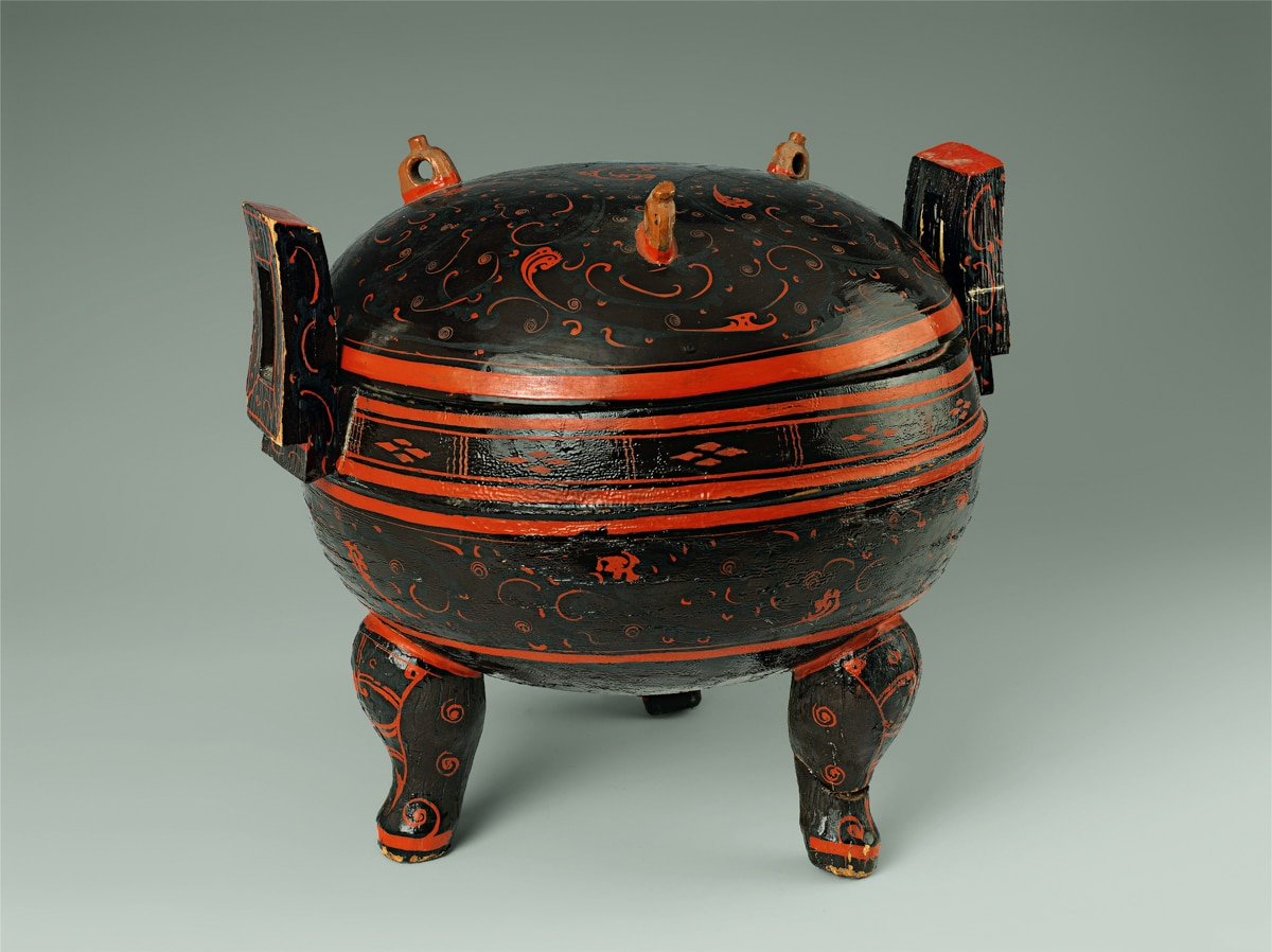 Котел с орнаментом (Courtesy of Hunan Provincial Museum, Changsha)