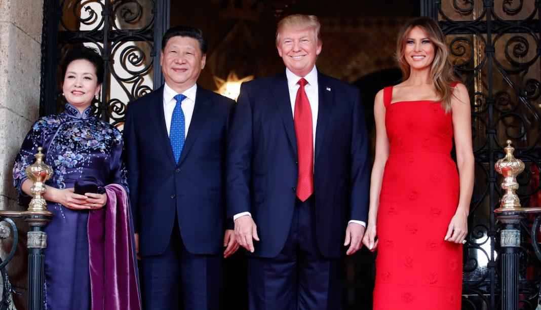 Peng Liyuan, Xi Jinping, Donald Trump and Melania Trump lined up for picture (© AP Images)