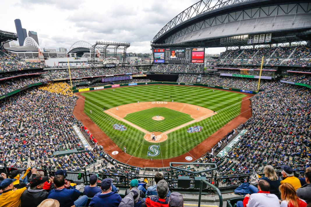 Baseball park with crowded stands (© AP Images)