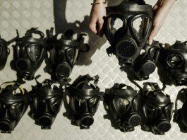 Иллюстрация: противогазы (© Ian Waldie/Getty Images)