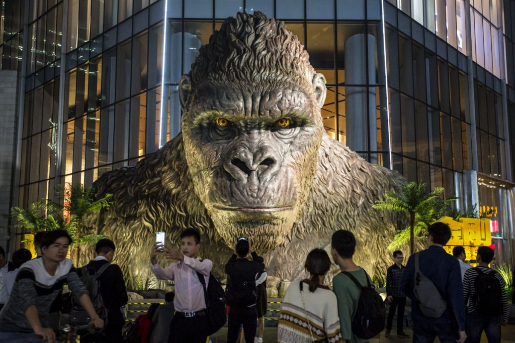 Giant King Kong statue at movie venue (© VCG/VCG via Getty Images)