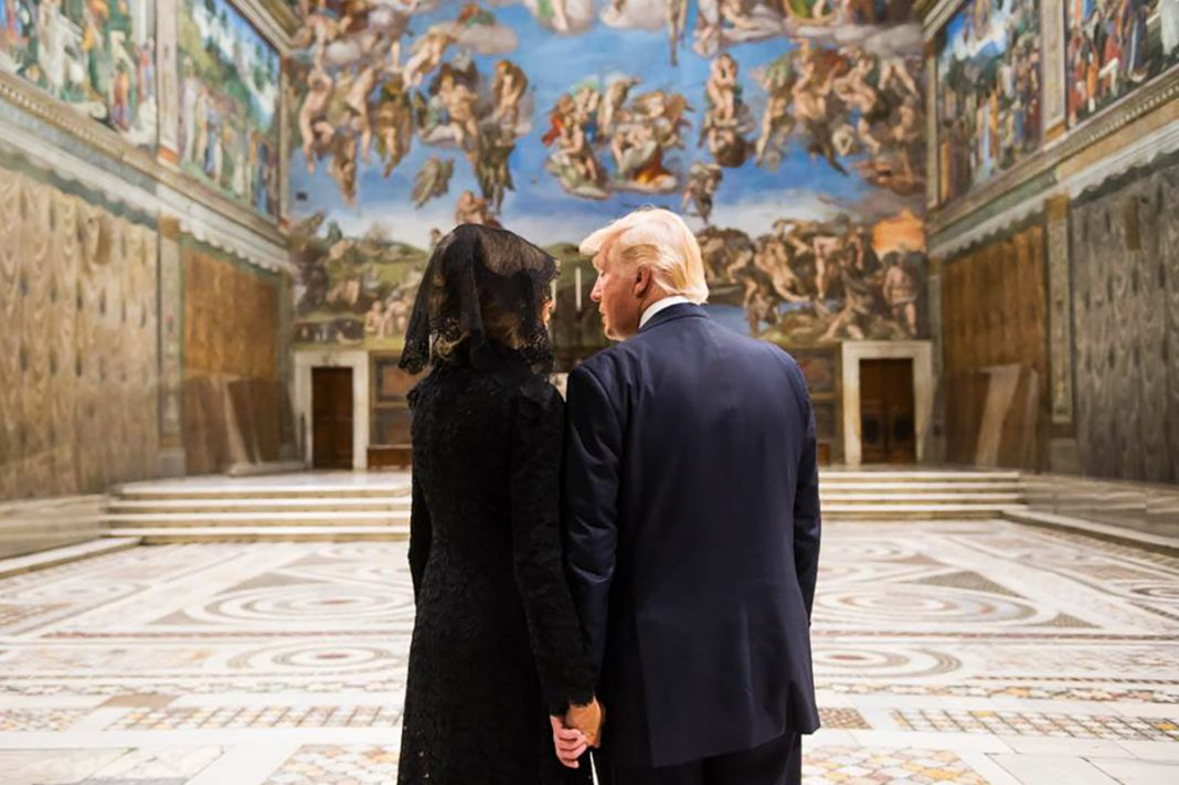 Two people standing hand in hand in large room with frescos (White House/Andrea Hanks)