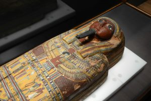Egyptian coffin (© AMNH/C. Chesek)