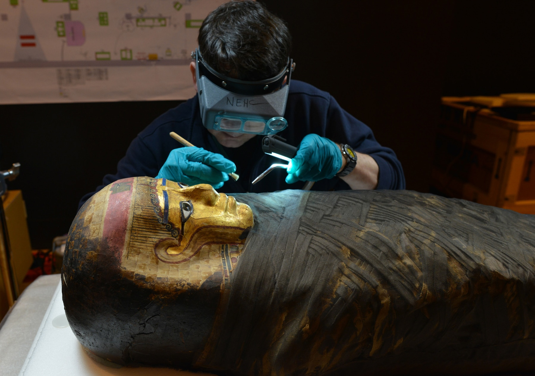Conservator preparing a mummy for exhibition (© AMNH/D. Finnin)