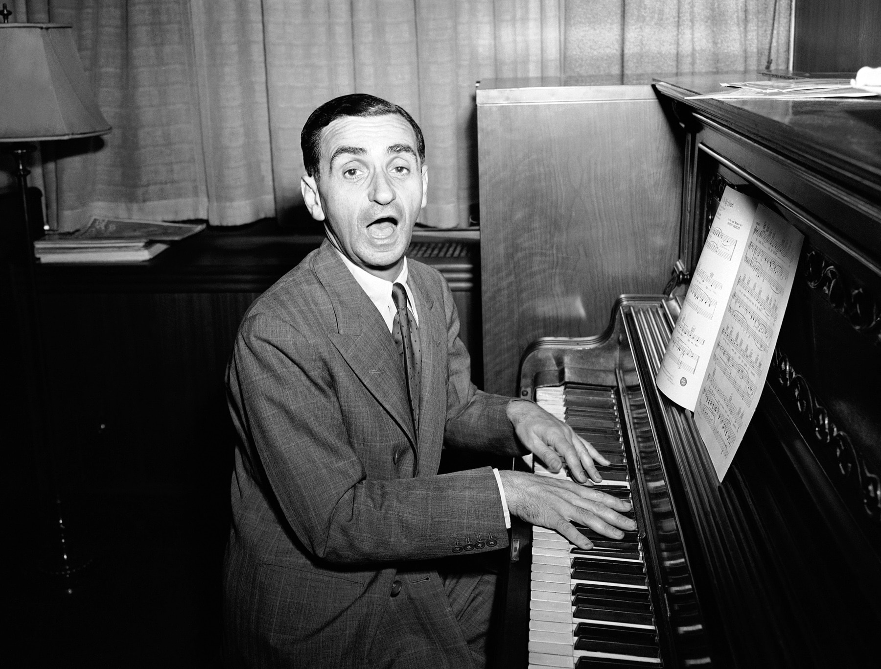 Irving Berlin with hands on piano keys (© AP Images)