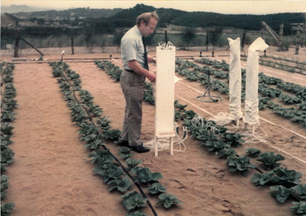 Daniel Hillel working with equipment in garden (Courtesy of World Food Prize Foundation)