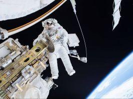 Astronaut walking in space (NASA)