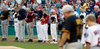 Перед игрой (© AP Images)