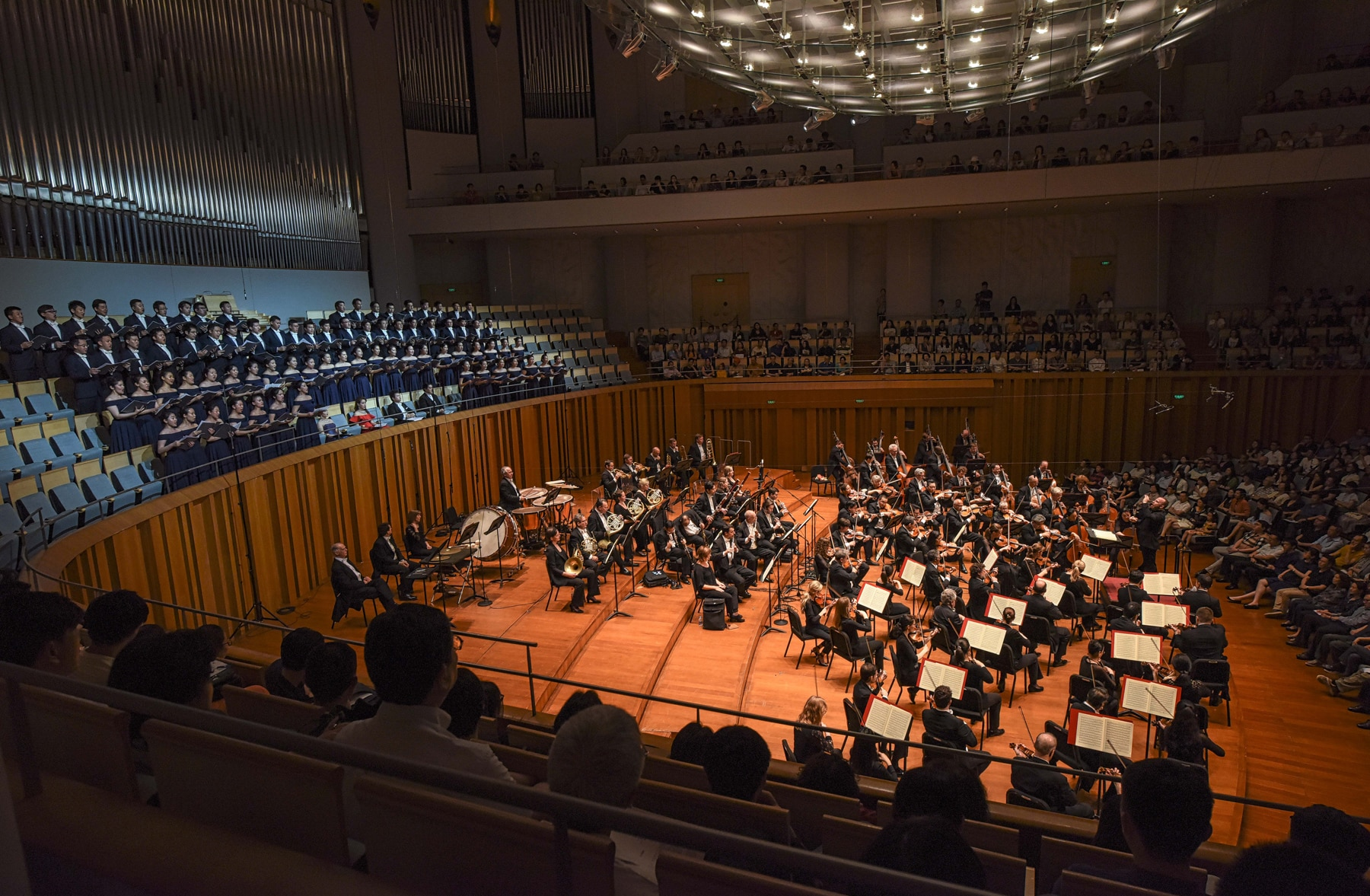 Orchestra performing in a concert hall (Jan Regan/Philadelphia Orchestra)