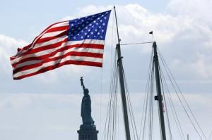 星条旗与自由女神(照片:美联社)