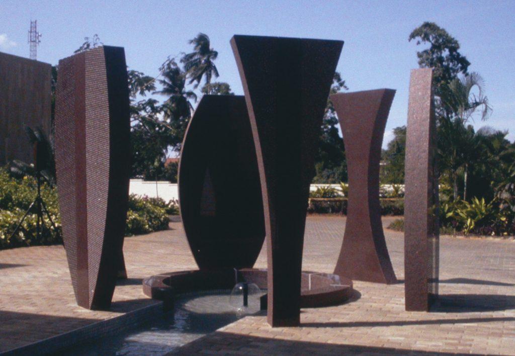 Esculturas de piedra rojiza (Foto cedida por FAPE)