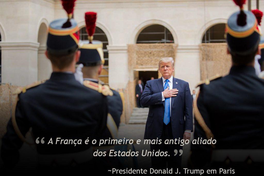 Presidente Trump e soldados franceses (© AP Images)
