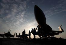 Silhueta de jatos militares (© AP Images)