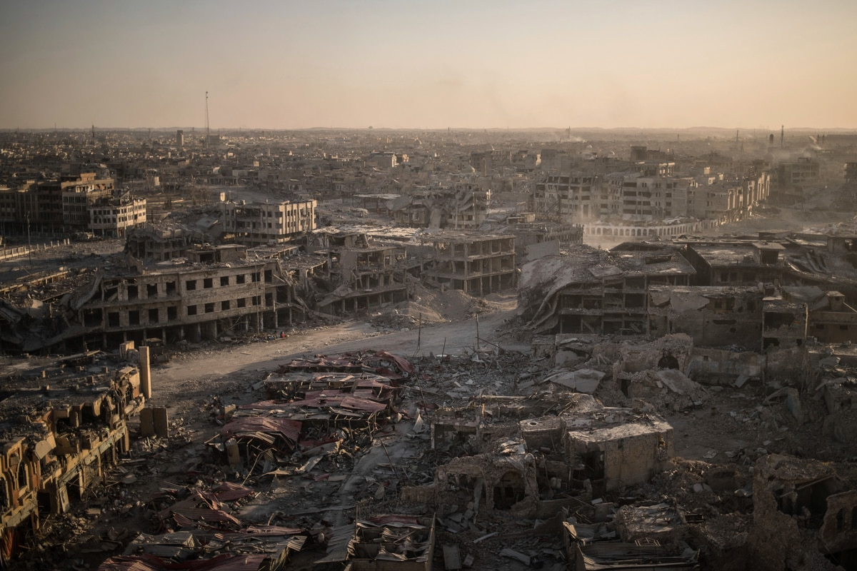 Aerial view of devastated city in Iraq (© AP Images)