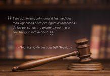 Mazo de juez y cita del secretario de Justicia Jeff Sessions (Depto. de Estado)