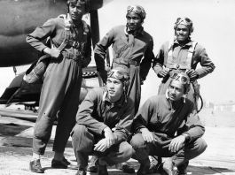 Tuskegee Airmen posing next to airplanes (© Getty Images)