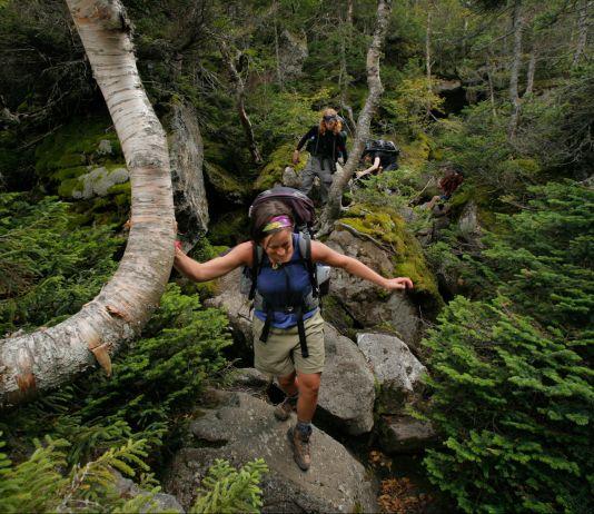 """Trekkers"" cruzam rochas na Trilha dos Apalaches (© Portland Press Herald via Getty Images)"