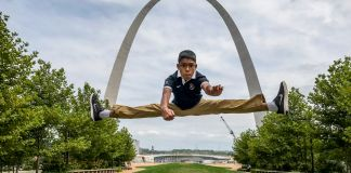 Reuben Paul doing splits midair (© Mano Paul)