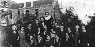 战前一次聚会上的两个德国犹太家庭。这两家人中仅有两名成为大屠杀的幸存者。拍摄地点:德国;拍摄时间:1928 年。(US Holocaust Memorial Museum)