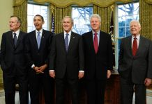 George W. Bush, Barack Obama, Bill Clinton, Jimmy Carter, George H.W. Bush standing in the Oval Office (© AP Images)