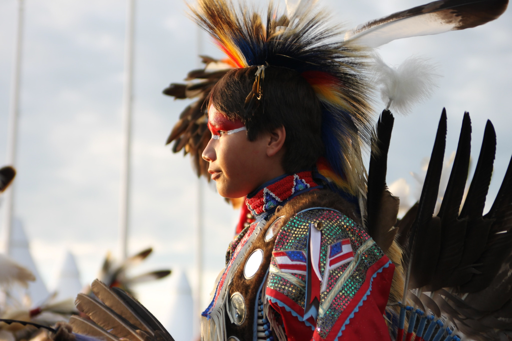 Native American in traditional dress (© LE Pictorium/Alamy Stock Photo)