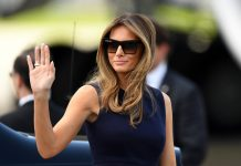 Melania Trump faisant un signe de la main (© Maciej Gillert/Gallo Images/Getty)