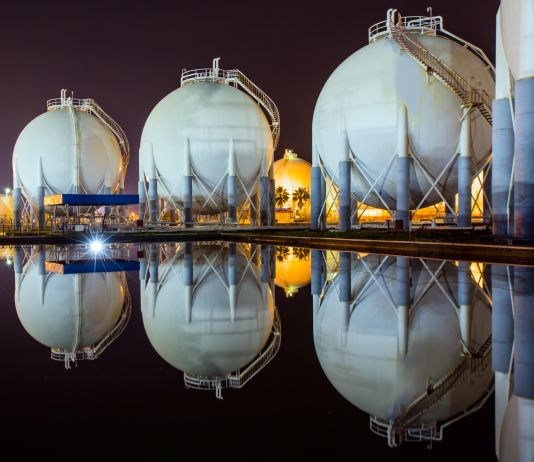 Tanques de gás natural (Shutterstock)