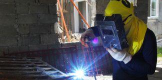 Man welding (Leoncio M. Rodaje for USAID)