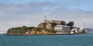 恶魔岛( Alcatraz Island ) (图片: WiKipedia)