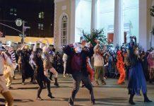 纽约市一年一度的格林威治村万圣节游行是世界上最大的万圣节游行。 (照片: Wikimedia Commons)