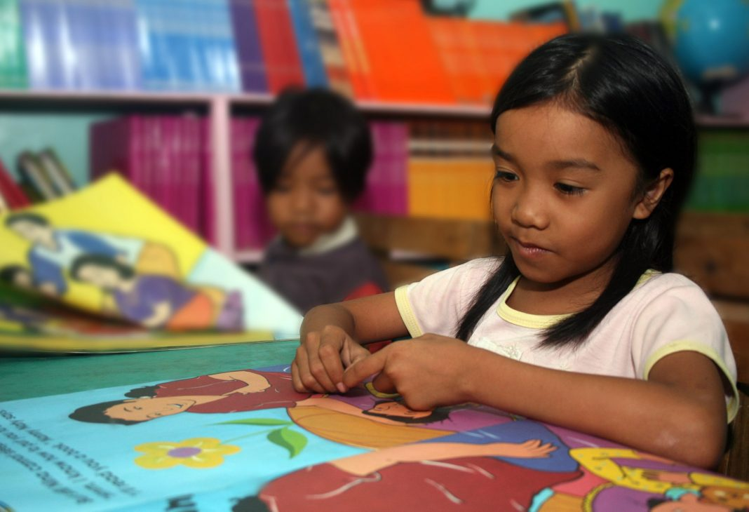 Filipino student reading a book (Leoncio Rodaje/USAID Philippines)