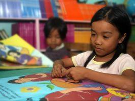 Filipino student reading a book (Leoncio Rodaje/USAID Philippines)