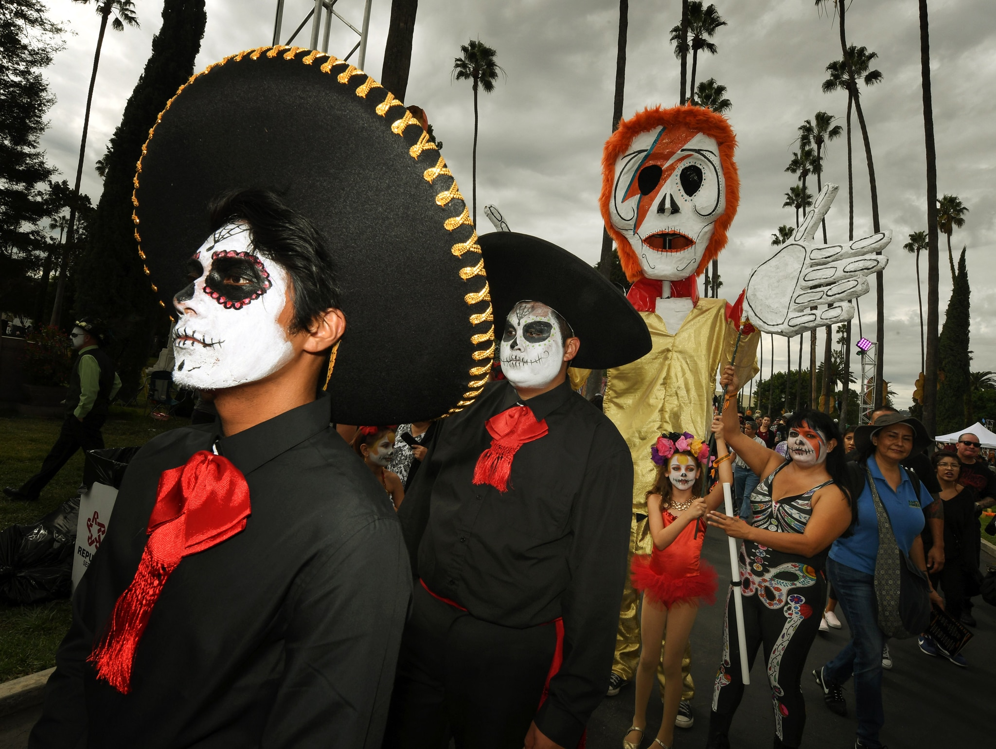 Parade of people dressed in costume (© Mark Ralston/AFP/Getty Images)